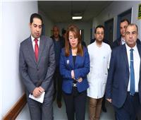 والي تزور مصابي حادث قطار محطة مصر بمستشفي معهد ناصر