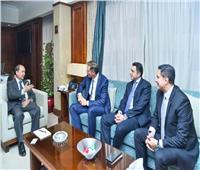 وزير الصناعة يبحث مع «شنايدر» الخطط التوسعية للشركة في السوق المصري