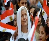 السفارة الأمريكية تهنئ «ماما ماجي» لفوزها بالجائزة الدولية للشجاعة
