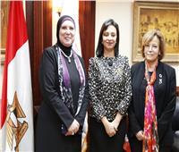 مايا مرسي تهنئ «نيفين جامع» لحصولها على جائزة ختم المساواة بين الجنسين