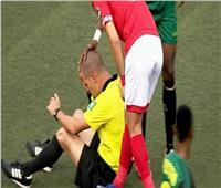 حكم الأهلي وفيتا كلوب يتعرض لسقوط مفاجئ خلال المباراة