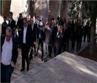 مستوطنون إسرائيليون يجرفون أراضي بجنوب نابلس