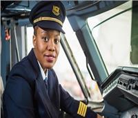لأول مرة.. امرأة تقود طائرة في موزمبيق
