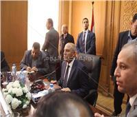 كامل الوزير يتفقد رصيف 6 بمحطة مصر.. ويجتمع بقيادات «السكة الحديد»