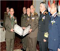 الفريق أول محمد زكي يكرم قادة القوات المسلحة المحالين للتقاعد