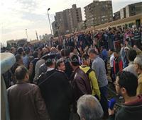 ركاب محطة مصر يشكون لكامل الوزير من تأخر القطارات.. ويتعهد بحل جميع المشكلات