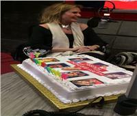 «إينرجي» تفاجئ يسرا باحتفالية خاصة بعيد ميلادها