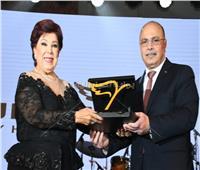 صور| تكريم إلهام شاهين والجداوي وأكرم حسني بحفل «إنجازات الدولة»