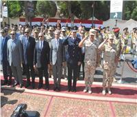 محافظ المنيا يشهد طابور العرض الرياضي والعسكري لمديريات الخدمات