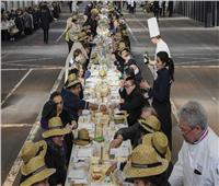 شاهد.. أكبر مائدة طعام في العالم