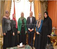 محافظ بورسعيد يستقبل الأم المثالية ورحلة عمرة للأم وبناتها