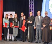 المركز الكاثوليكي للسينما يكرم وزيرة الهجرة في «يوم العطاء»