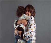 صور| إنجي وجدان وابنها في جلسة تصوير «عيد الأم»