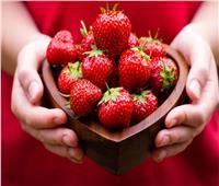 «الفراولة» تُنهي على مشاكل البشرة