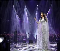 شاهد| هدايا أحلام لجمهورها السعودي بحفلها الأول بالمملكة