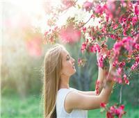 هاني الناظر يُحذر من لمس الأزهار في فصل الربيع