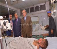 محافظ أسيوط يزور طفلين بالمستشفى الجامعى أصيبا بصعق كهربائي