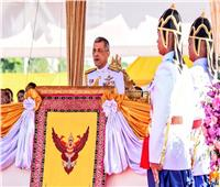 ملك تايلاند يدعو للأمن والسعادة في ظهور مفاجئ عشية الانتخابات