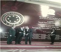 أبو العينين يحصل على جائزة إدارة الأعمال العربية