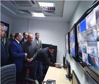 وزير التنمية المحلية يتفقد غرف مراقبة استاد السلام الدولي