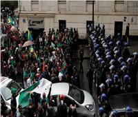 الحزب الجزائري الحاكم يحذر من تكرار العشرية السوداء