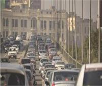 كثافات مرورية على أتوستراد المعادى بسبب سقوط حمولة رمال من أعلى سيارة نقل