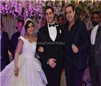 صور| حكيم ودينا يُشعلان زفاف ابنة عبد الرحيم علي