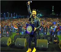 صور| تامر حسني عقب حفل جامعة الدلتا: «شكرًا أهل المنصورة»
