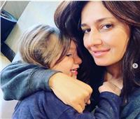 صور| حلا شيحة تحتضن ابنها: «لحظات لا تعوض»