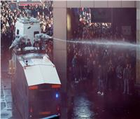 صور| اشتباكات عنيفة بين الشرطة الهولندية وجماهير يوفنتوس وآياكس
