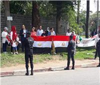 صور| الجالية المصرية تستقبل الرئيس السيسي في كوت ديفوار