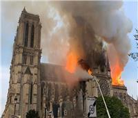 400 رجل إطفاء يشاركون في إخماد حريق كاتدرائية نوتردام