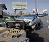 كثافات مرورية أعلى كوبري أكتوبر بسبب حادث تصادم سيارتين وأتوبيس