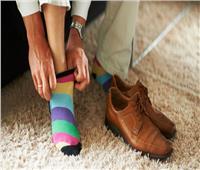 البدء باليمين أم اليسار؟.. تعرف على السنة في لبس الحذاء