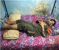 مأساة شاب في سوهاج مصاب بالشلل منذ 15 عاما وقطعوا عنه المعاش