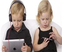 دراسة تحذر من تعرض الأطفال الصغار لقضاء وقت كبير أمام شاشات الهواتف