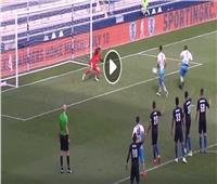 فيديو| أغرب ضربة جزاء ضائعة في كرة القدم