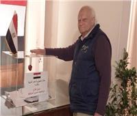 رغم أنه ناهز الـ90 عاما.. مواطن يصر على المشاركة في الاستفتاء باليونان