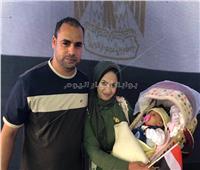 أصغر ناخب بالكويت يشارك والديه في الاستفتاء على التعديلات الدستورية