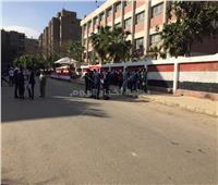 العشرات أمام لجنة مدرسة السعدية بمدينة نصر قبل بدء عملية الاستفتاء