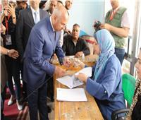 بالصور| كامل الوزير يدلي بصوته في الاستفتاء على التعديلات الدستورية بالتجمع