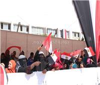 بالصور| «بالأعلام والطبل والمزمار» المواطنون يحتفلون بالاستفتاء