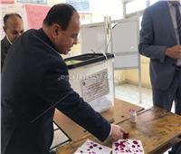 فيديو| وزير المالية عقب إدلائه بصوته فى الاستفتاء: سنواصل مسيرة البناء