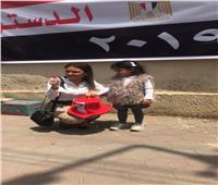 التعديلات الدستورية 2019| بالصور.. وزيرة الاستثمار تصطحب حفيدتها في التصويت