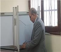 وكيل وزارة التعليم ببورسعيد يدلى بصوته في الاستفتاء على تعديل الدستور