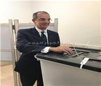 التعديلات الدستورية 2019| وزير الاتصالات يدلي بصوته في الاستفتاء