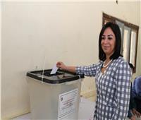 مايا مرسي تدلي بصوتها في التعديلات الدستورية