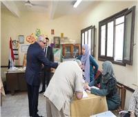 صور| التعديلات الدستورية 2019| محافظ الجيزة يتفقد اللجان بمدرسة الشهيد أحمد عبد العزيز