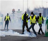 اشتباكات بين الشرطة وبعض محتجي السترات الصفراء في باريس