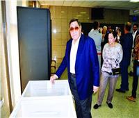 النائب العام الأسبق يدلي بصوته في الاستفتاء على التعديلات الدستورية بالإمارات